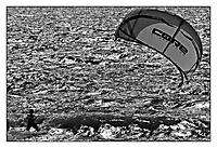 Bild 01 - Kitesurfer im Abendlicht